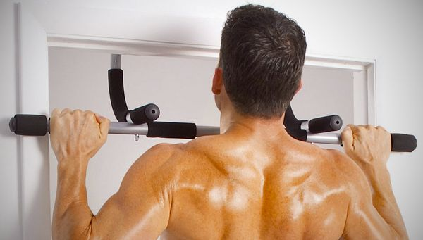 door pull up bar review 3